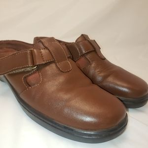 7.5 Leather Brown CLOGS By Shoes N Stuff